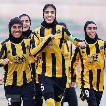 دختران سپاهان میزبان فوتبال آذرخش کردستان