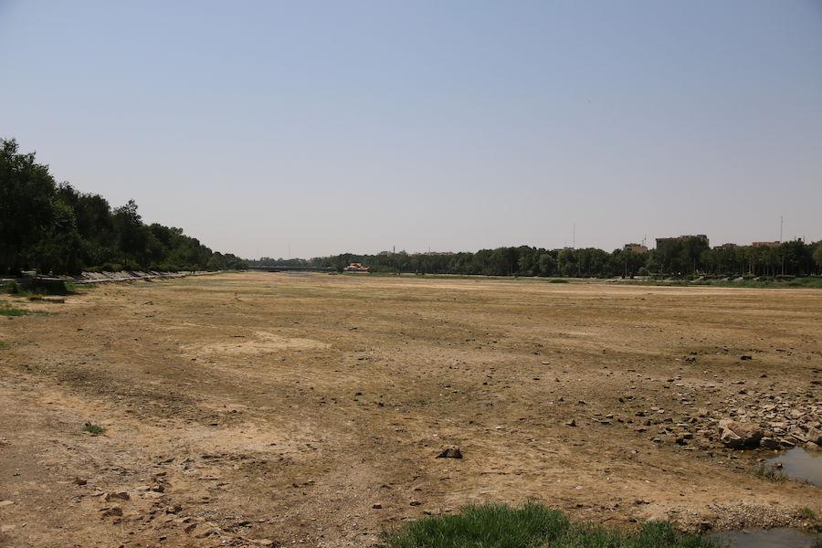 خشکی زاینده رود در هشتمین روز از تا بستان ۹۸