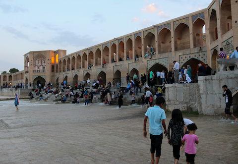 حال و هوای مردم اصفهان پس از جاری شدن آب در رودخانه زاینده رود