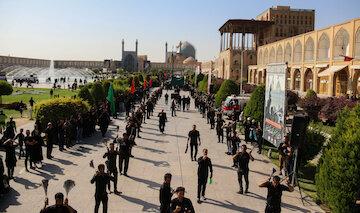 مراسم عاشورای حسینی با حضور هیات های مذهبی  در میدان امام اصفهان برگزار شد