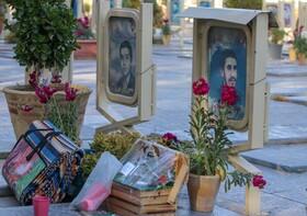اغاز تحویل سال نو در گلستان شهدای اصفهان  فروردین 99  عکس:مجتبی جهان بخش