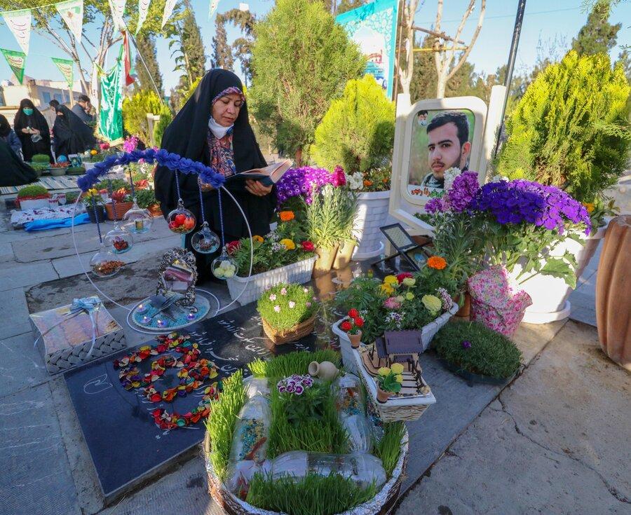 اغاز تحویل سال نو در گلستان شهدای اصفهان