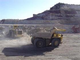 دولت تنها در گفتههای خود از تولید حمایت میکند/ تولیدکنندگان معدنی در لبه پرتگاه زیان قرار دارند