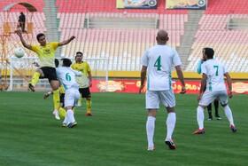 برتری یک برصفر تیم سپاهان مقابل تیم الومینیوم در هفته دوم لیگ برتر فوتبال  عکس:مجتبی جهان بخش