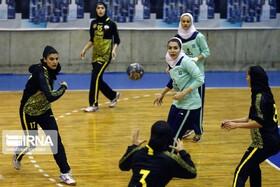 دختران هندبالیست سپاهانی 18 بهمن به میدان می روند