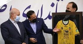 استاندار اصفهان:رفع مشکلات ورزشگاه نقش جهان خواسته به حق تیم سپاهان است