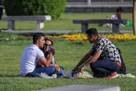 بی اهمیتی و رعایت نکردن شیوه های بهداشتی مردم در روز قرمز اصفهان  عکس:مجتبی جهان بخش