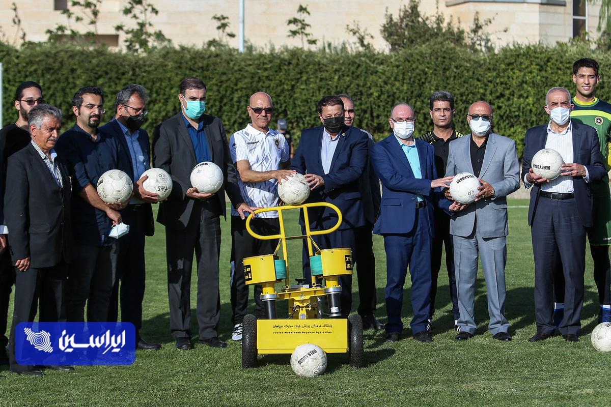 آیین رونمایی از اولین دستگاه توپ انداز ساخت ایران